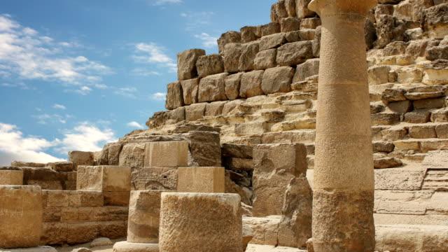 """Antike-Ruinen-nahe-den-Pyramiden-von-Gizeh-Ã""""gypten-Timelapse"""