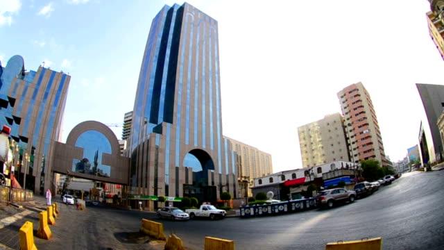 King-Street-im-Herzen-der-Stadt-Jeddah-in-den-Tag