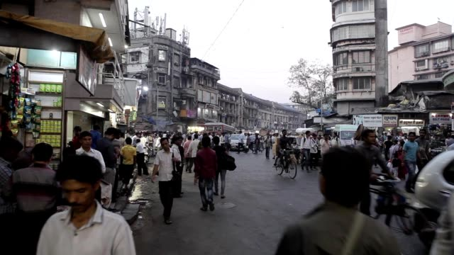 Indians-on-the-streets-of-Mumbai-India-