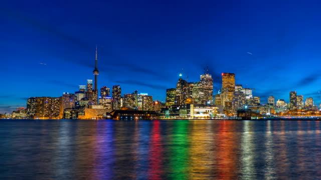 Lapso-de-tiempo-de-horizonte-Toronto-en-noche-4K-1080p-Logos-eliminado