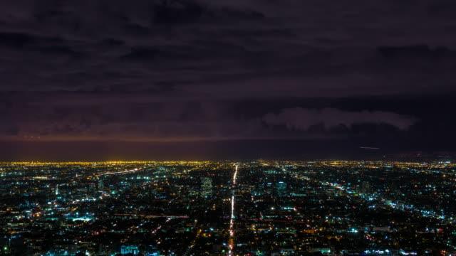 Tempestad-de-truenos-y-relámpagos-en-Timelapse-nocturno-de-Los-Ángeles