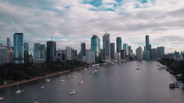 Brisbane-City-Skyline-And-River