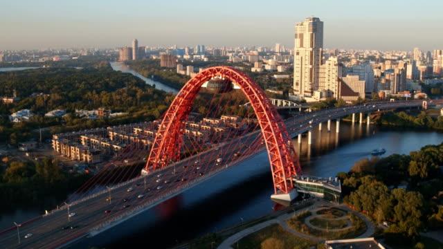 El-pintoresco-puente-en-Moscú