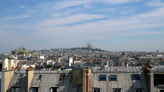 Vista-aérea-de-Sacre-Coeur-en-París-en-4-k-lenta