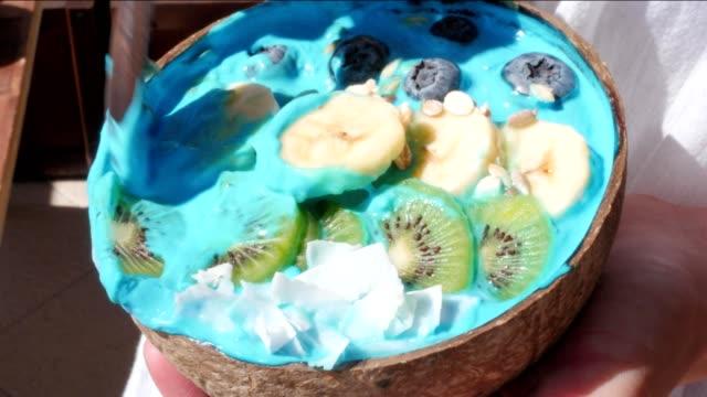 blue-majik-spirulina-superfood-smoothie-coconut-bowls-rack-focus