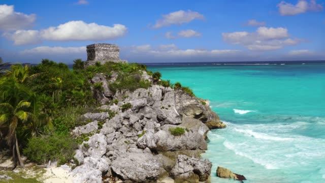 Tulum-ruins-in-Caribbean-sea-at-Mayan-Riviera