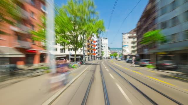 Suiza-día-luz-zurich-ciudad-tranvía-paseo-pov-panorama-4k-timelapse