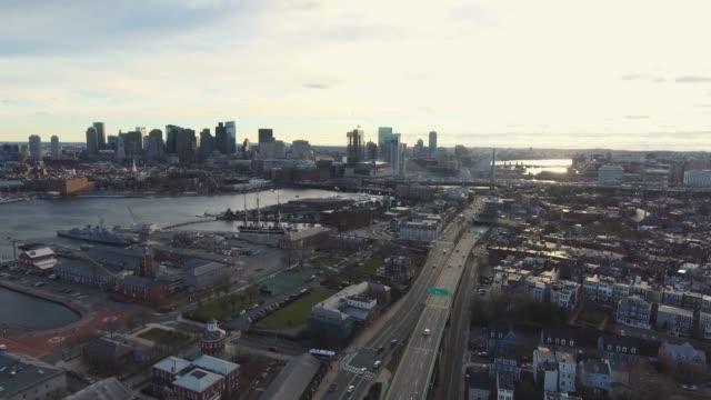 Horizonte-de-Boston-desde-el-norte-sobre-el-puente-deslizante