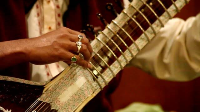 Manos-Tocando-El-Sitar:-India