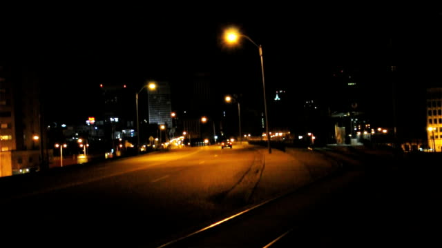 Downtown-Memphis-Avenue-At-Night