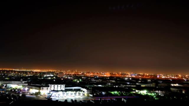 La-noche-de-jeddah-lapso-de-tiempo-de-las-montañas