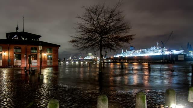 Storm-Xaver-Ãœberschwemmungen-der-Hamburger-Hafen
