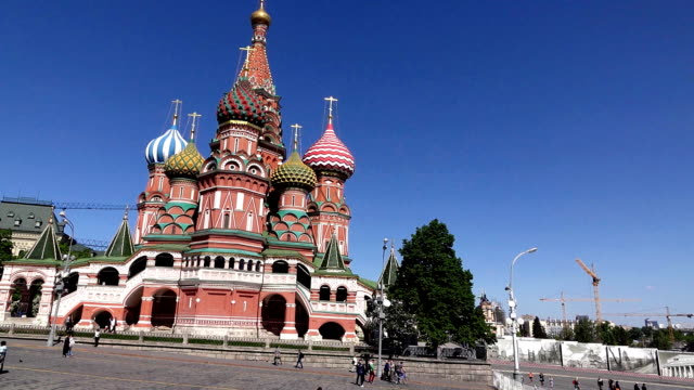 Saint-Basil-s-Cathedral-and-Upper-Trading-Rows-on-Red-Square-tracking-shot