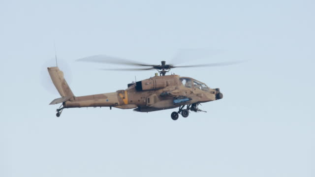 Militärhubschrauber-in-combat-flight