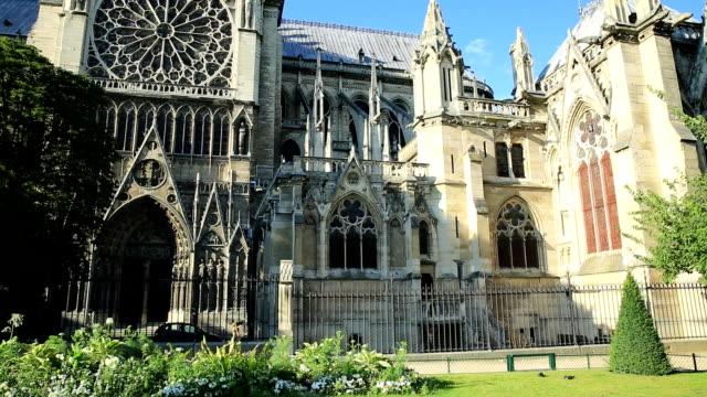 Lado-de-Notre-Dame