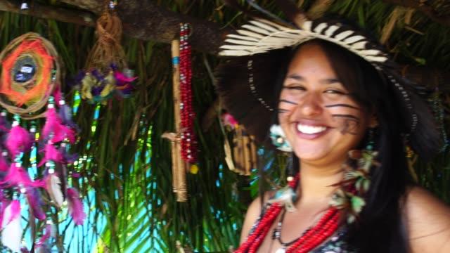 Mujer-brasileña-nativa-de-una-tribu-indígena