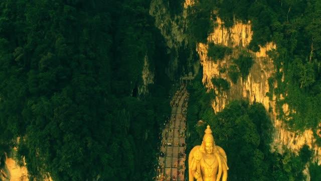Batu-Höhlen-Tempel-in-Malaysia-am-Thaipusam-Festival-Abend