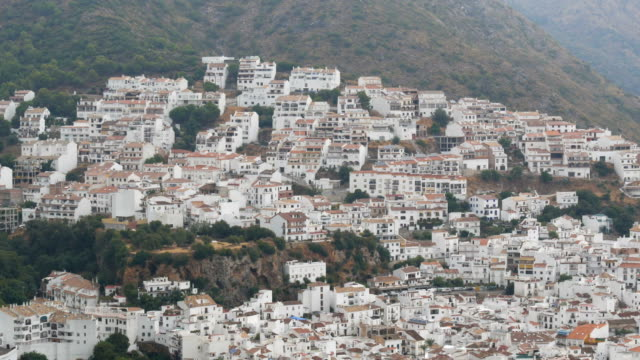 Stunning-beauty-of-the-white-villages-of-Andalusia-in-Spain-Many-white-houses-are-high-in-the-mountains-panoramic-view