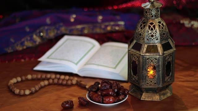 Koran-Termine-Rosenkranz-und-orientalische-Laterne-Lampe