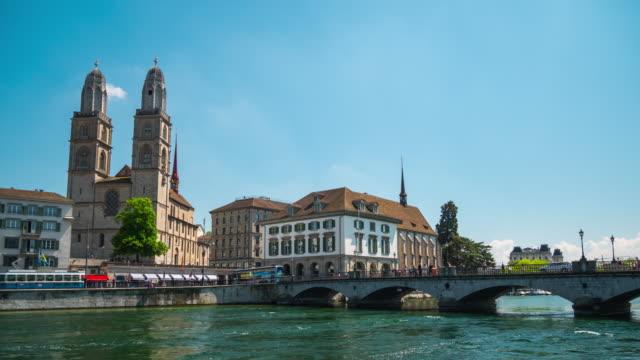 Suiza-día-soleado-zurich-ciudad-río-famoso-puente-peatonal-panorama-4k-timelapse