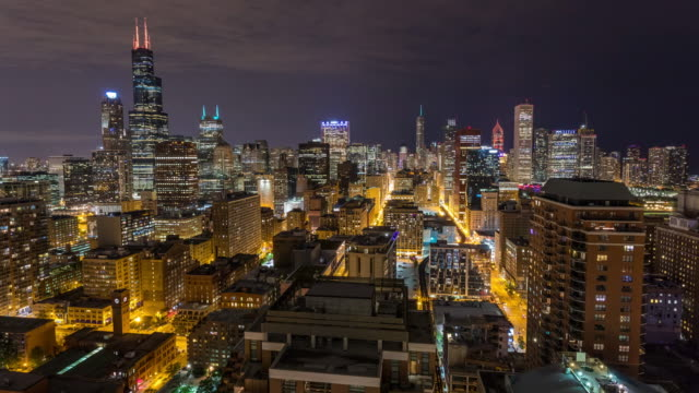 Horizonte-de-la-ciudad-de-Chicago-en-Timelapse-aérea-noche