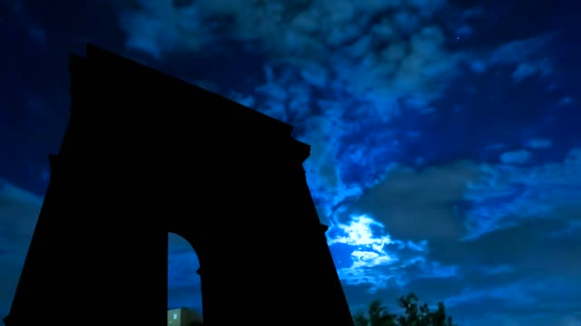 Arc-De-Triomphe-night-sky-and-moon