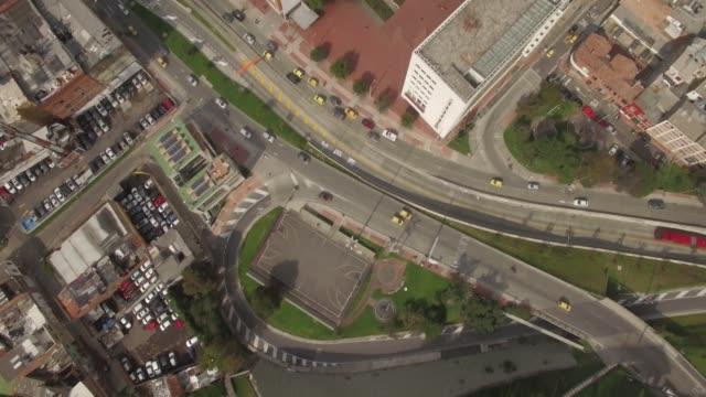 Top-down-Antenne-der-Innenstadt-von-Bogota-Verkehrs--und-Bürogebäude