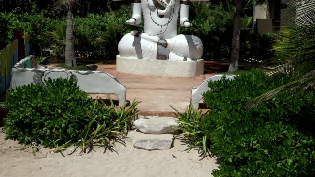 Statue-of-Hindu-God-Ganesha---Tilt-Up