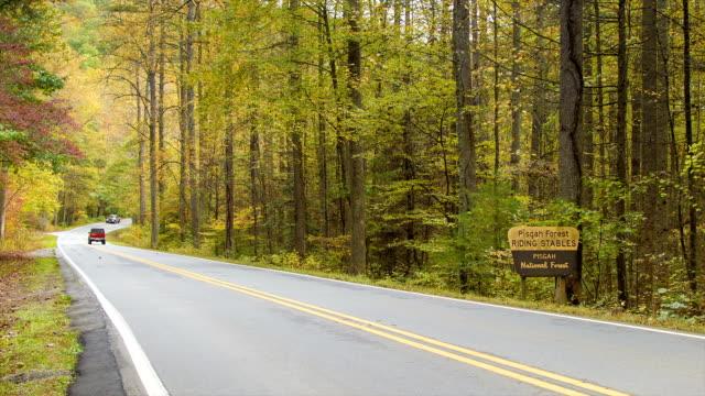Vehículos-recreativos-que-viaje-a-Pisgah-Forest-en-otoño