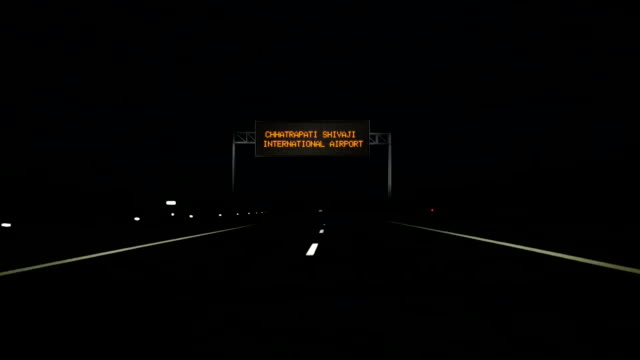 Chhatrapati-Shivaji-International-Airport-digital-road-sign-and-entrance-sign-