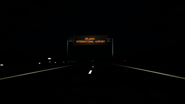 Orlando-International-Airport-digital-road-sign-and-entrance-sign-