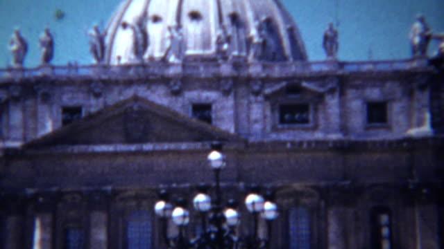 1954:-edificio-de-cúpula-del-enclave-católico-ciudad-del-Vaticano-de-Miguel-Ángel-