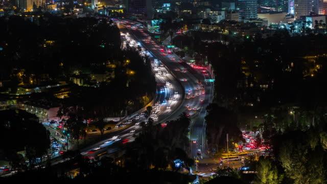 La-autopista-101-en-Hollywood-Timelapse-nocturno-de-Los-Ángeles-California