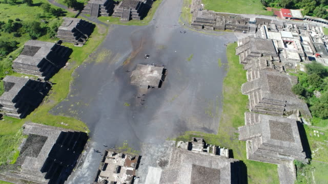 Aerial-view-of-pyramids-in-ancient-mesoamerican-city-of-Teotihuacan-Valley-of-Mexico-from-above-Central-America-4k-UHD