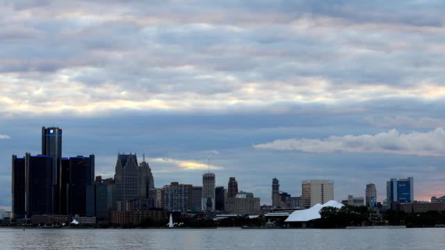 Timelapse-of-Detroit-Skyline-from-Belle-Isle-during-sunset
