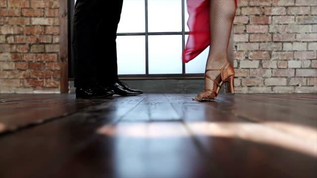 Young-couple-dancing-tango-