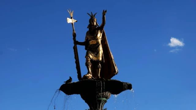 cerca-de-la-estatua-de-Pachacútec-en-cusco