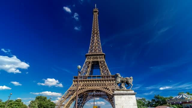 Eiffel-Tower-from-bridge-over-Seine-river-in-Paris-timelapse-hyperlapse-France