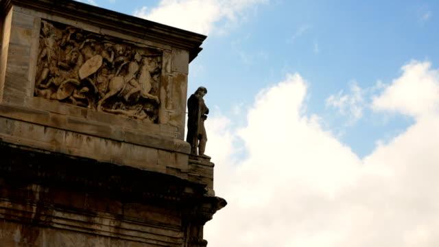 detalle-del-arco-de-Constantino-arco-de-triunfo-cerca-del-Coliseo-en-el-centro-de-Roma