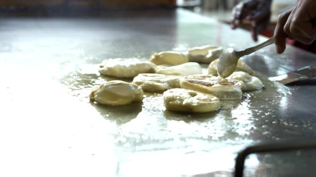 Vendor-cooking-Roti-Canai-or-chapati-Indian-traditional-street-food