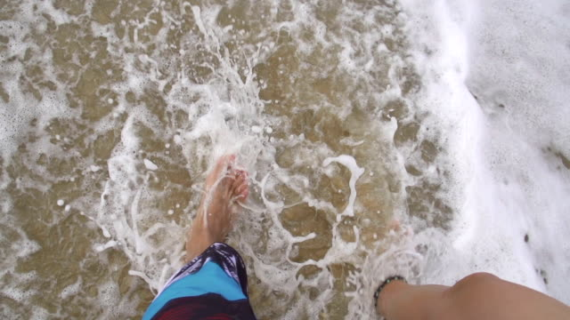 SLOW-MOTION:-Boyfriend-and-girlfriend-walking-along-the-beach