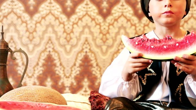 Little-Padishah-greedily-eats-ripe-watermelon