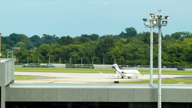 Private-Business-Jet-at-New-Orleans-International-Airport