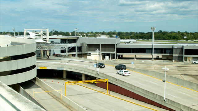 Vehicles-Entering-New-Orleans-Airport-MSY