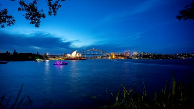 time-lapse-of-day-to-night-blue-hour-at-Sydney-Opera-House-view-from-Royal-Botanic-Gardens-