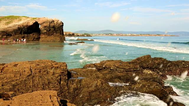 Las-de-playa-Catedrales---hermosa-playa-en-el-norte-de-España