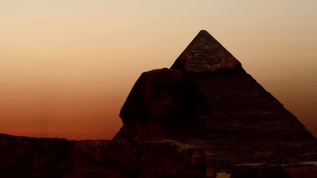 TIMELAPSE-Sonnenaufgang-über-der-Cheops-Pyramide-und-Sphinx-Gizeh-Ägypten-v-2