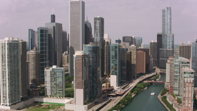 Aerial-approach-to-downtown-Chicago-from-Chicago-River-