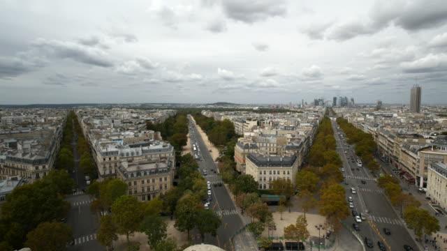 Un-amplio-ángulo-de-vista-de-París-La-densa-desde-el-arco-del-triunfo