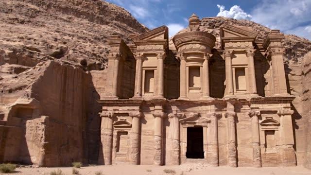 Monasterio-tallado-en-roca-de-Petra